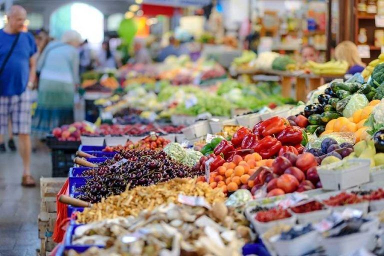 Positive forecasts for the food market despite the introduction of a ban on Sunday trade