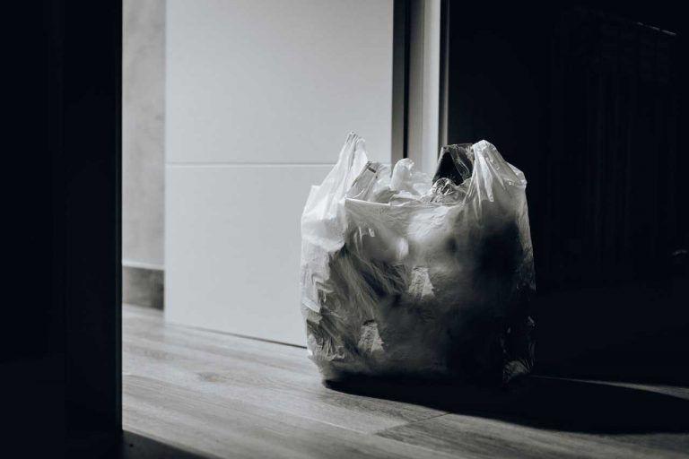 Retailers reduce plastic packaging