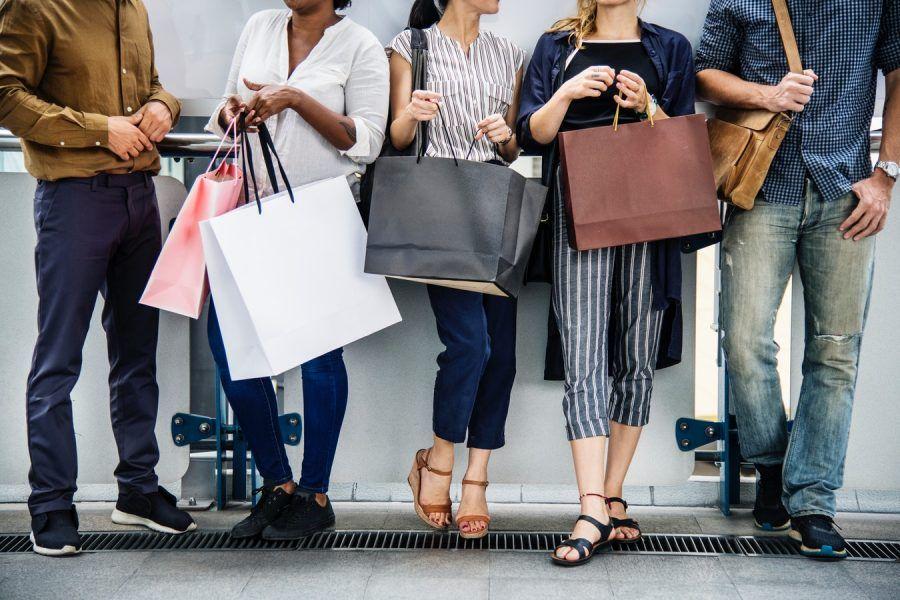 kobiety z zakupami