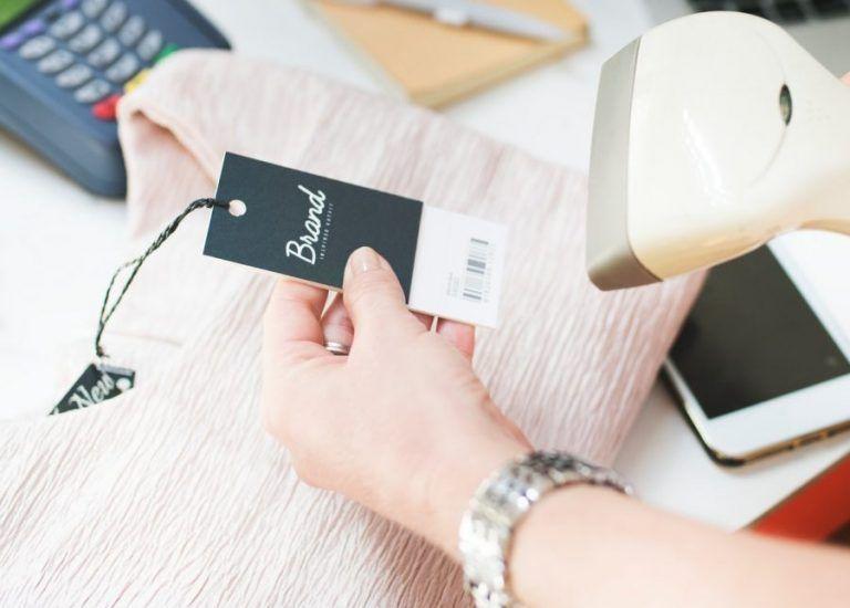 Średni segment cenowy dominuje na rynku odzieży i obuwia w Polsce