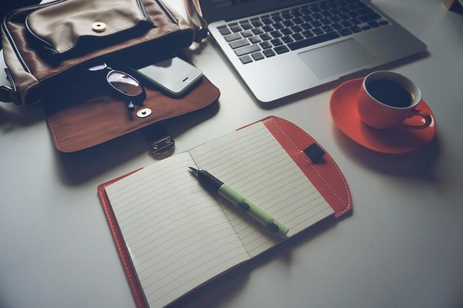 laptop notatnik kawa