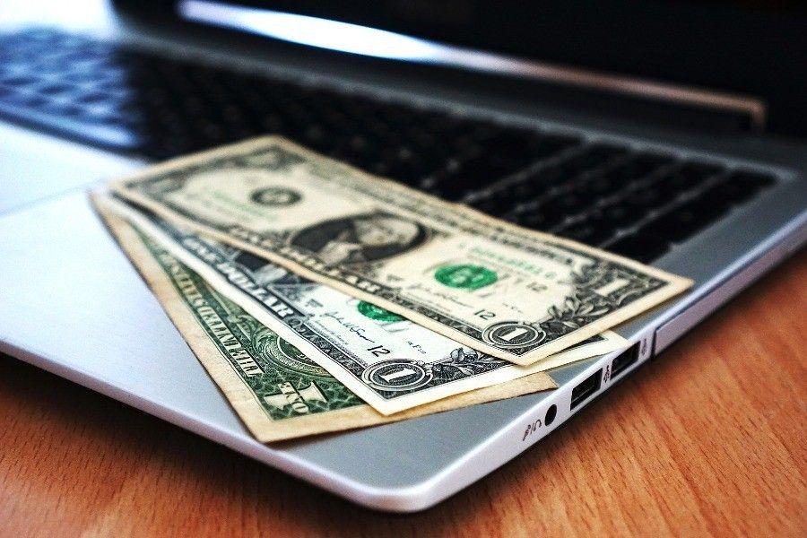 pieniadze laptop