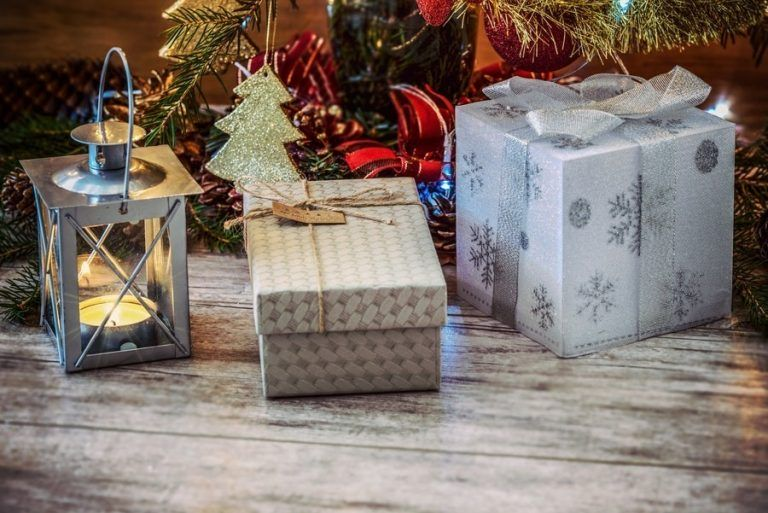 What do Poles buy as a Christmas gift?