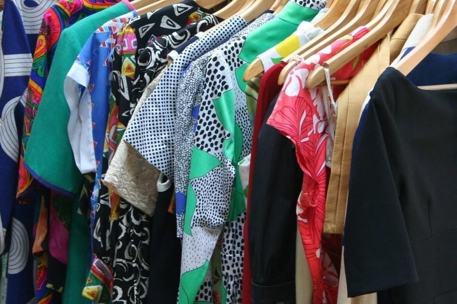 sukienki wieszaki ubrania