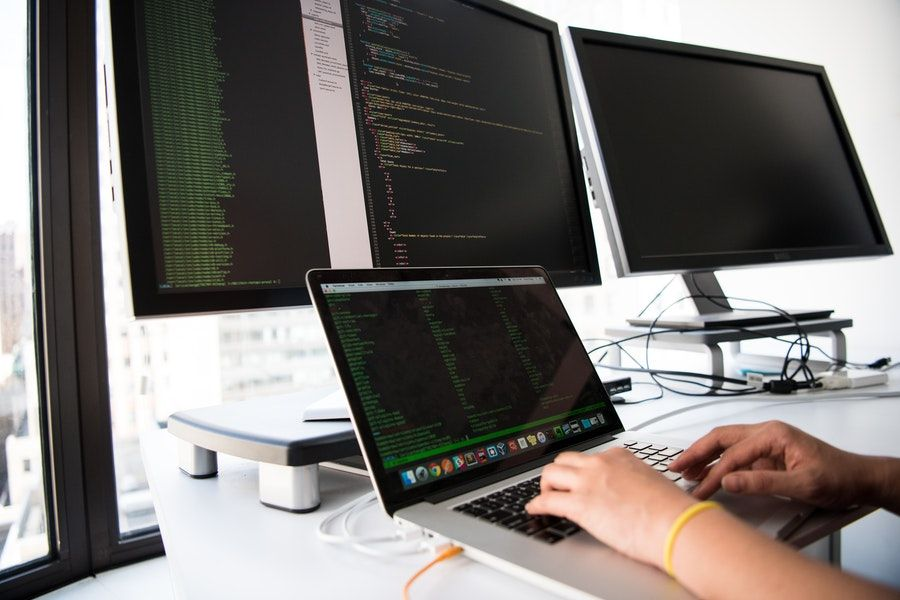 ekrany komputerów
