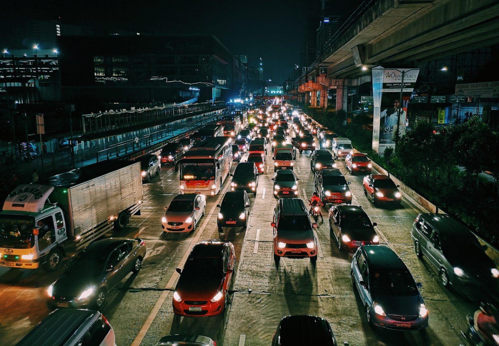samochody-ulica-miasto