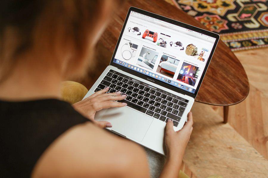 kobieta zakupy internet