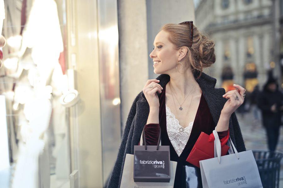 kobieta-zakupy-torby