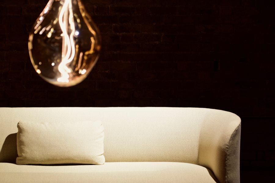 lampa nad sofa