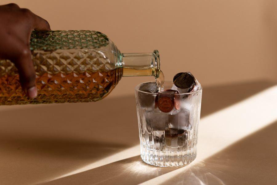szklanka-napoj-pieniadze