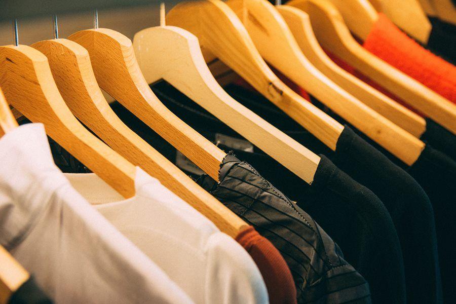 ubrania wieszaki